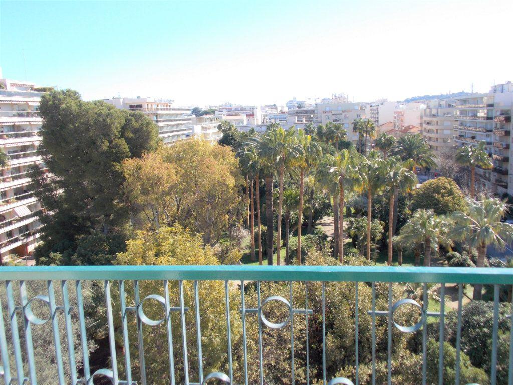 Appartement à vendre 3 75m2 à Juan-les-Pins - Antibes vignette-2
