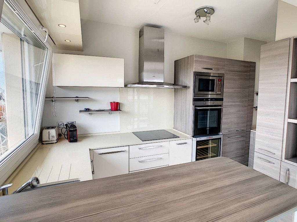Appartement à vendre 3 75m2 à Juan-les-Pins - Antibes vignette-3