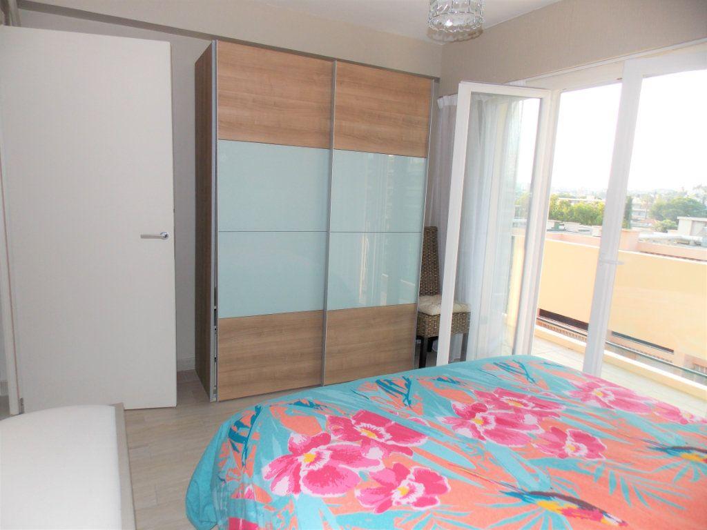 Appartement à vendre 3 75m2 à Juan-les-Pins - Antibes vignette-4