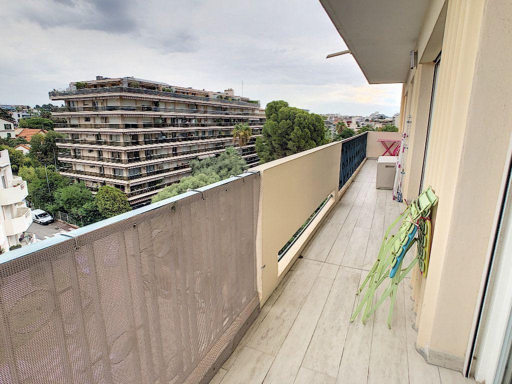 Appartement à vendre 3 75m2 à Juan-les-Pins - Antibes vignette-5
