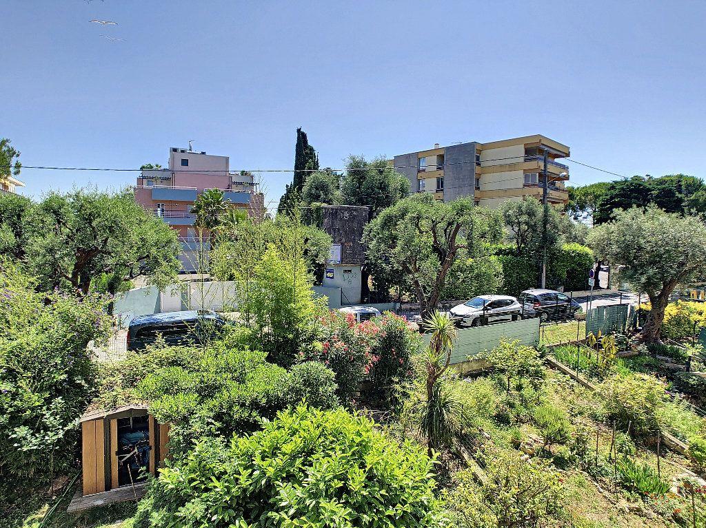 Appartement à vendre 3 57.97m2 à Antibes vignette-1