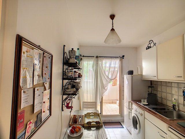 Appartement à vendre 3 68.32m2 à Antibes vignette-3