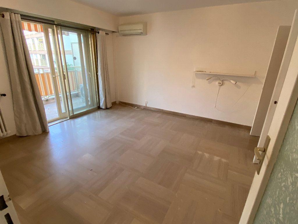 Appartement à louer 1 30.18m2 à Antibes vignette-1