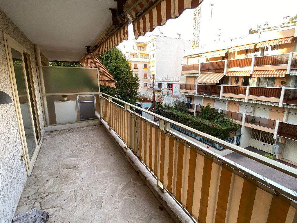 Appartement à louer 1 30.18m2 à Antibes vignette-3