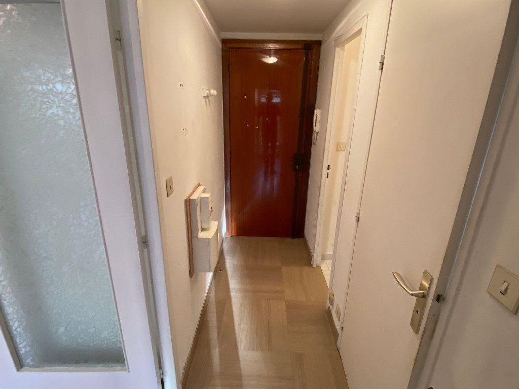 Appartement à louer 1 30.18m2 à Antibes vignette-6