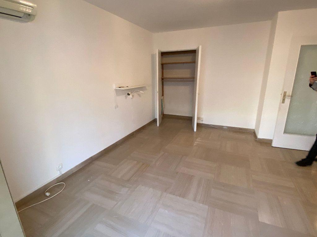 Appartement à louer 1 30.18m2 à Antibes vignette-9