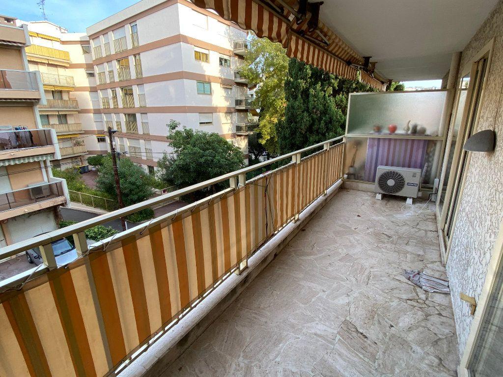 Appartement à louer 1 30.18m2 à Antibes vignette-10