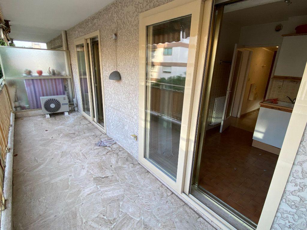 Appartement à louer 1 30.18m2 à Antibes vignette-11