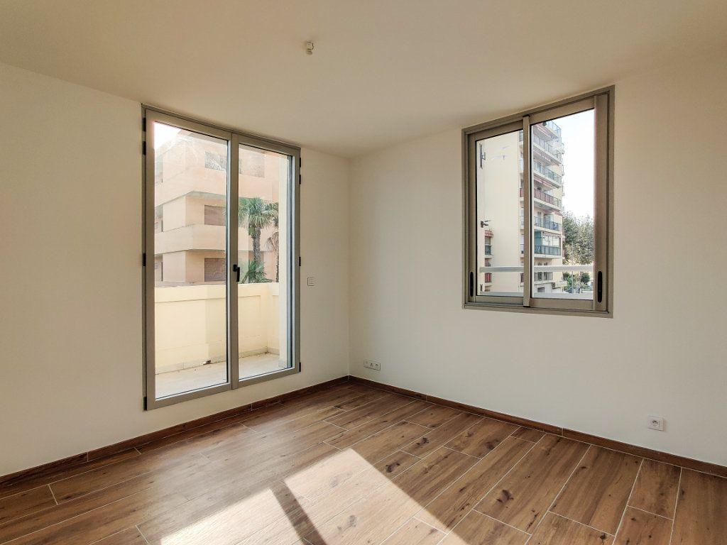 Appartement à vendre 3 57m2 à Juan-les-Pins - Antibes vignette-4