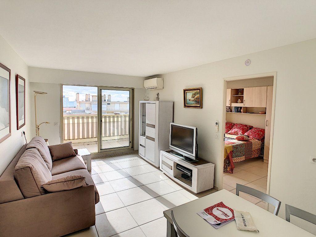 Appartement à vendre 2 41.5m2 à Juan-les-Pins - Antibes vignette-1