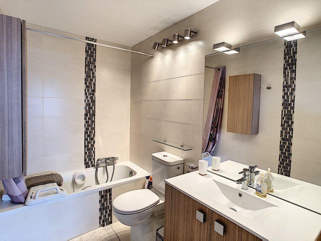 Appartement à vendre 2 41.5m2 à Juan-les-Pins - Antibes vignette-5