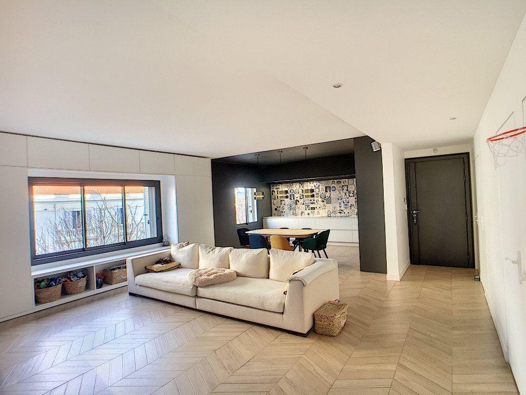 Appartement à vendre 4 132.2m2 à Antibes vignette-4