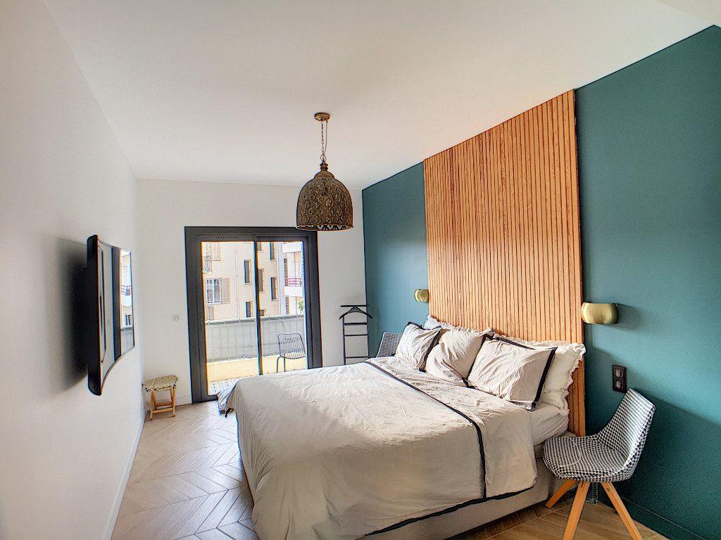 Appartement à vendre 4 132.2m2 à Antibes vignette-5