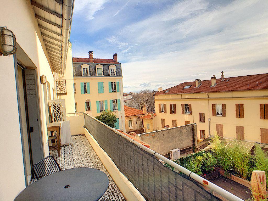 Appartement à vendre 4 132.2m2 à Antibes vignette-7