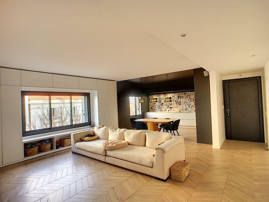 Appartement à vendre 4 132.2m2 à Antibes vignette-10