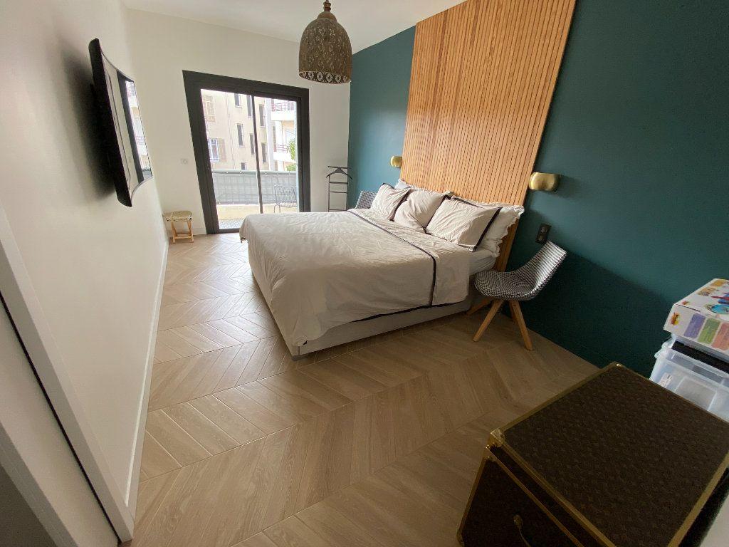 Appartement à vendre 4 132.2m2 à Antibes vignette-11