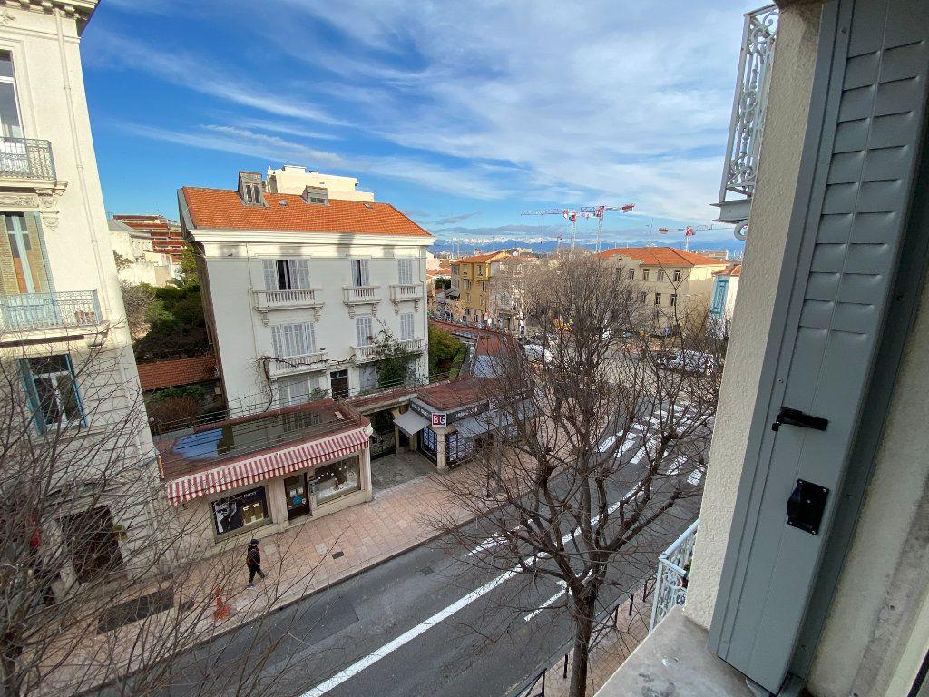 Appartement à vendre 4 132.2m2 à Antibes vignette-16