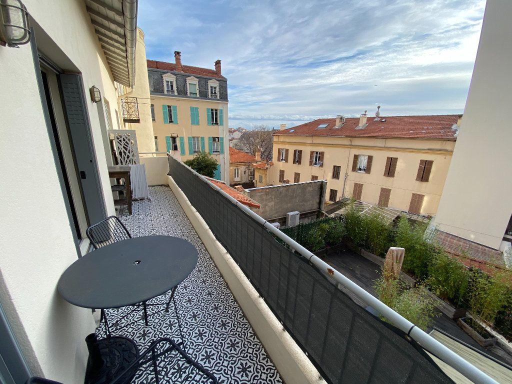 Appartement à vendre 4 132.2m2 à Antibes vignette-17