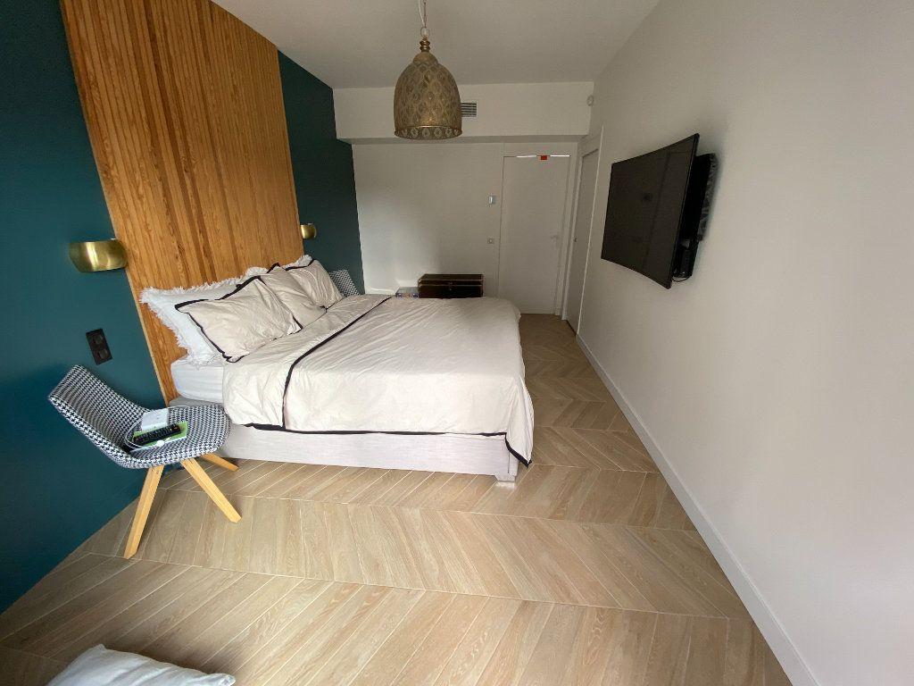 Appartement à vendre 4 132.2m2 à Antibes vignette-18