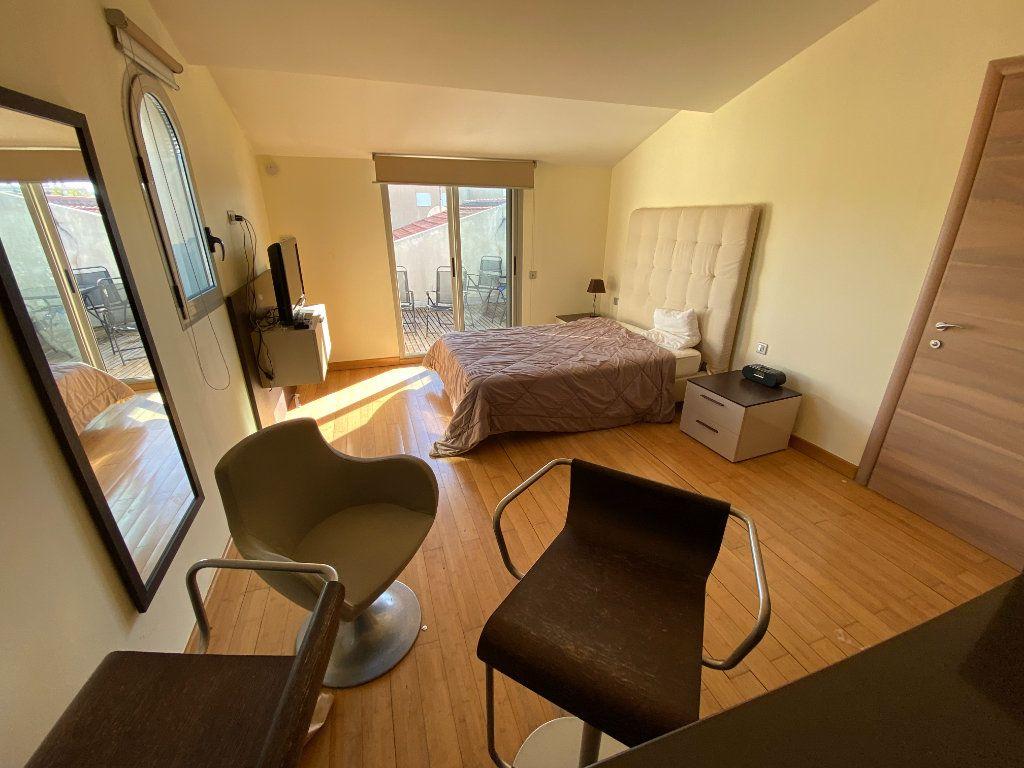 Appartement à louer 1 25m2 à Antibes vignette-2