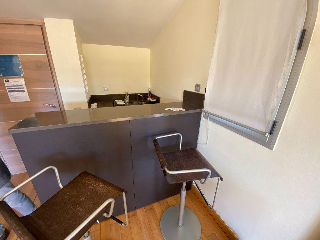 Appartement à louer 1 25m2 à Antibes vignette-6