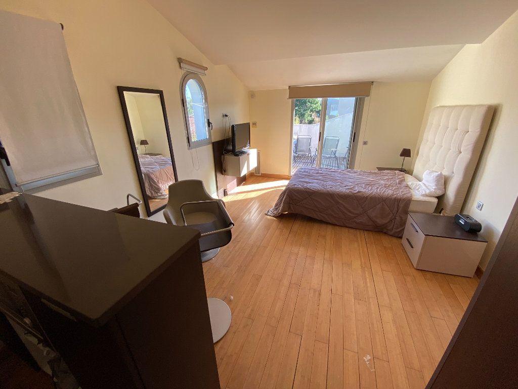 Appartement à louer 1 25m2 à Antibes vignette-8