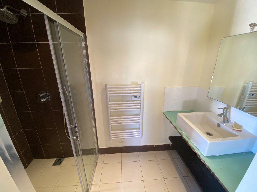 Appartement à louer 1 25m2 à Antibes vignette-11