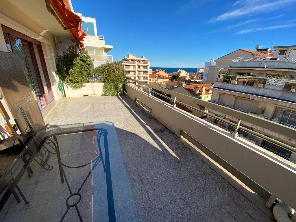 Appartement à louer 3 55.03m2 à Antibes vignette-1