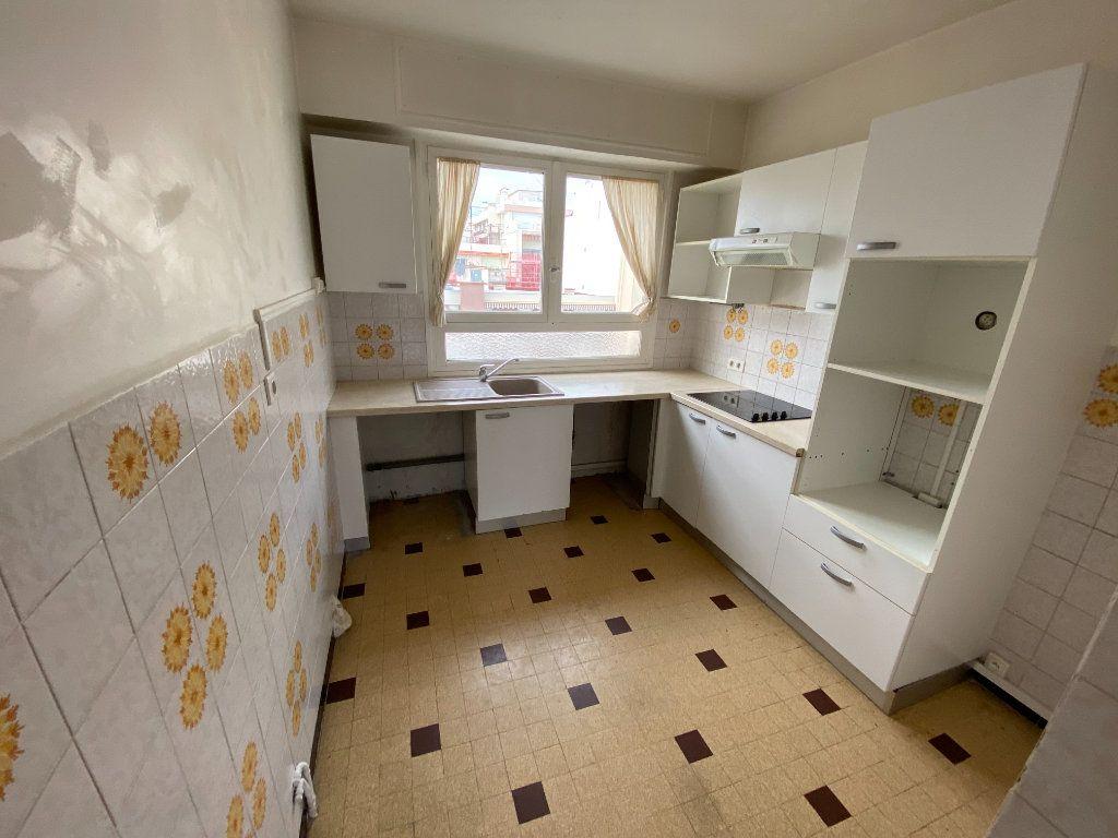 Appartement à louer 3 55.03m2 à Antibes vignette-2
