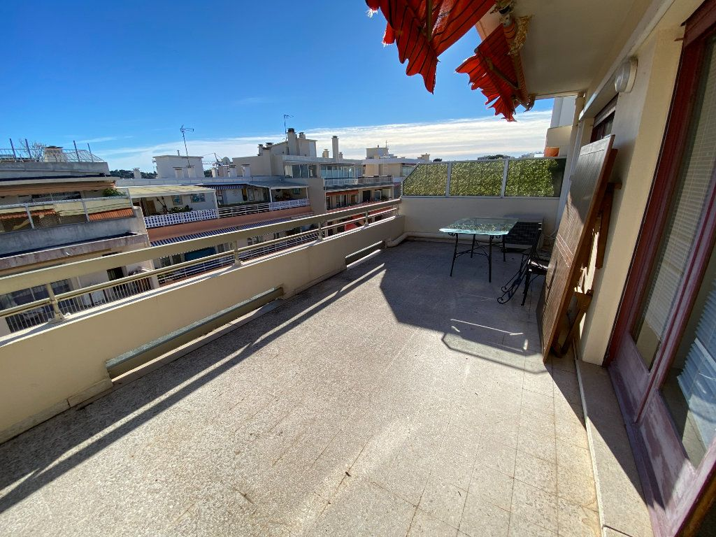 Appartement à louer 3 55.03m2 à Antibes vignette-3