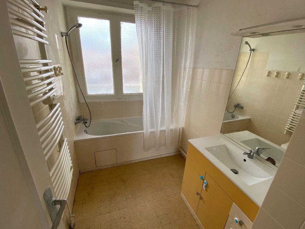 Appartement à louer 3 55.03m2 à Antibes vignette-4