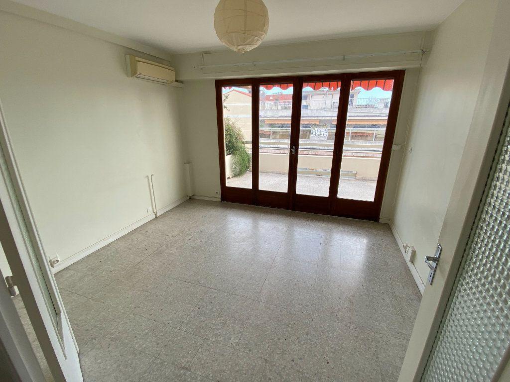 Appartement à louer 3 55.03m2 à Antibes vignette-6