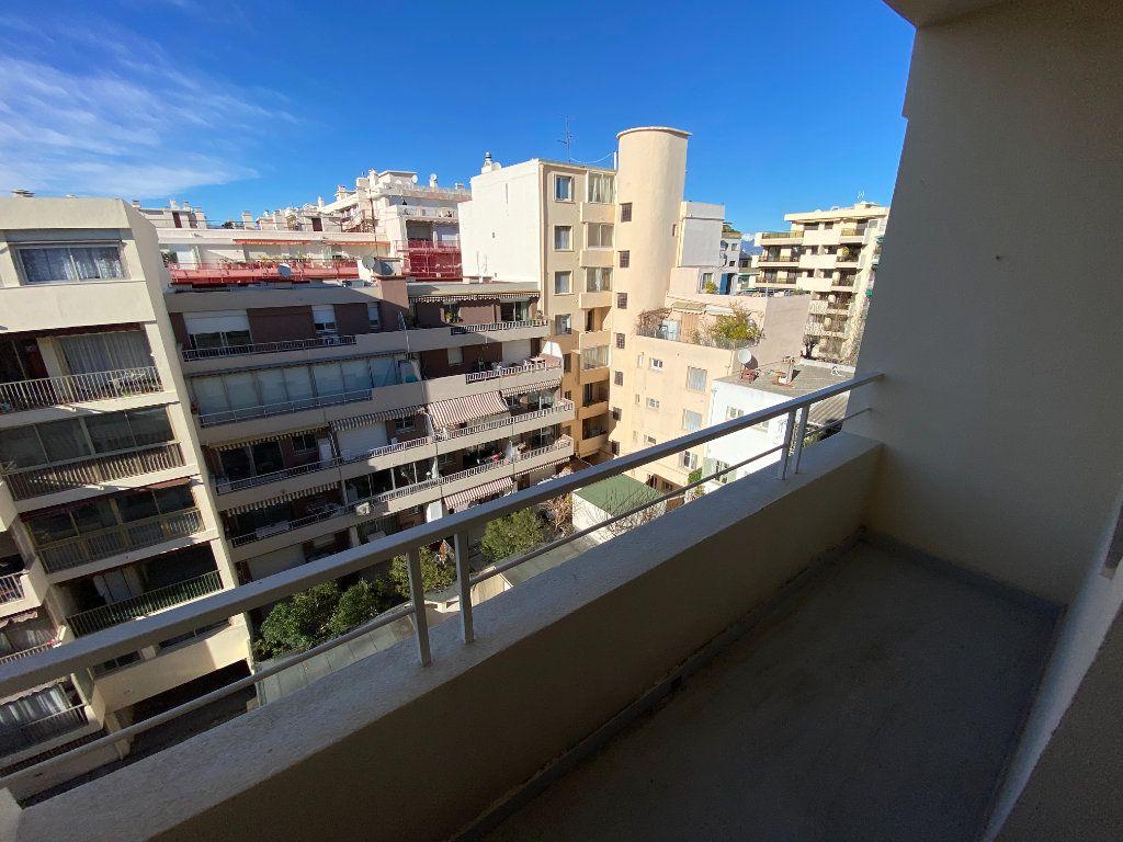 Appartement à louer 3 55.03m2 à Antibes vignette-7