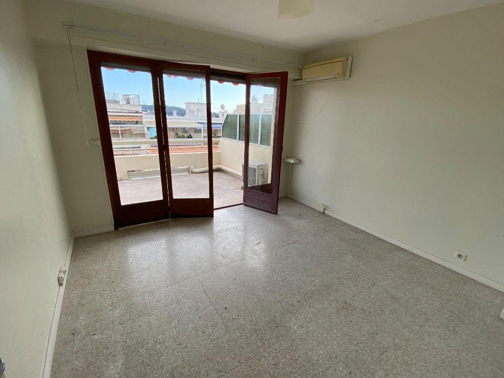Appartement à louer 3 55.03m2 à Antibes vignette-8