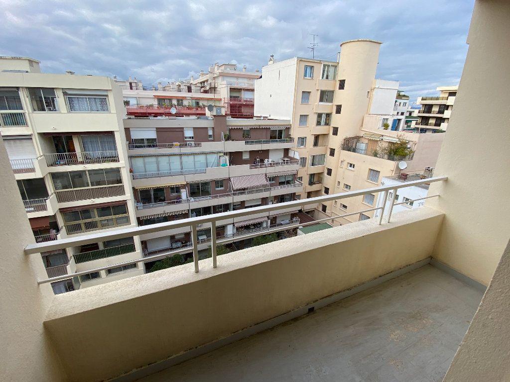 Appartement à louer 3 55.03m2 à Antibes vignette-11