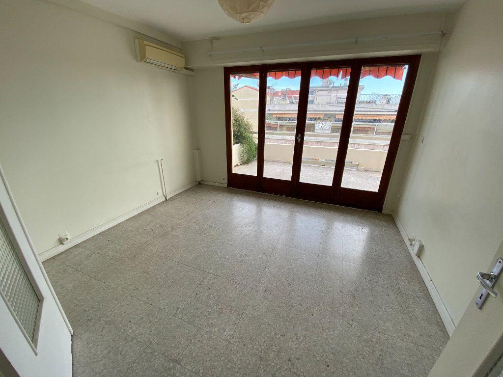 Appartement à louer 3 55.03m2 à Antibes vignette-15