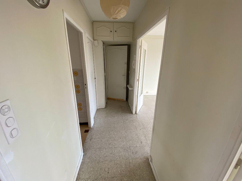 Appartement à louer 3 55.03m2 à Antibes vignette-17