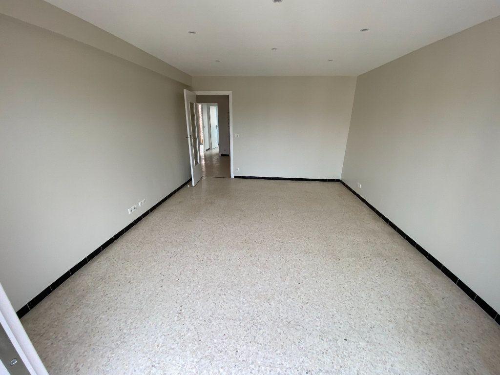 Appartement à louer 3 62.29m2 à Antibes vignette-2