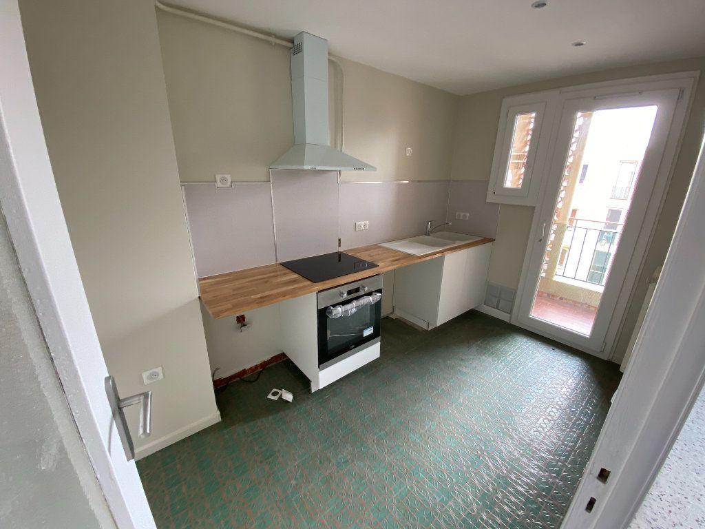 Appartement à louer 3 62.29m2 à Antibes vignette-5
