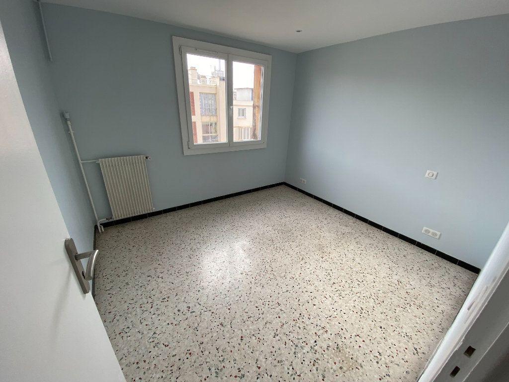 Appartement à louer 3 62.29m2 à Antibes vignette-6