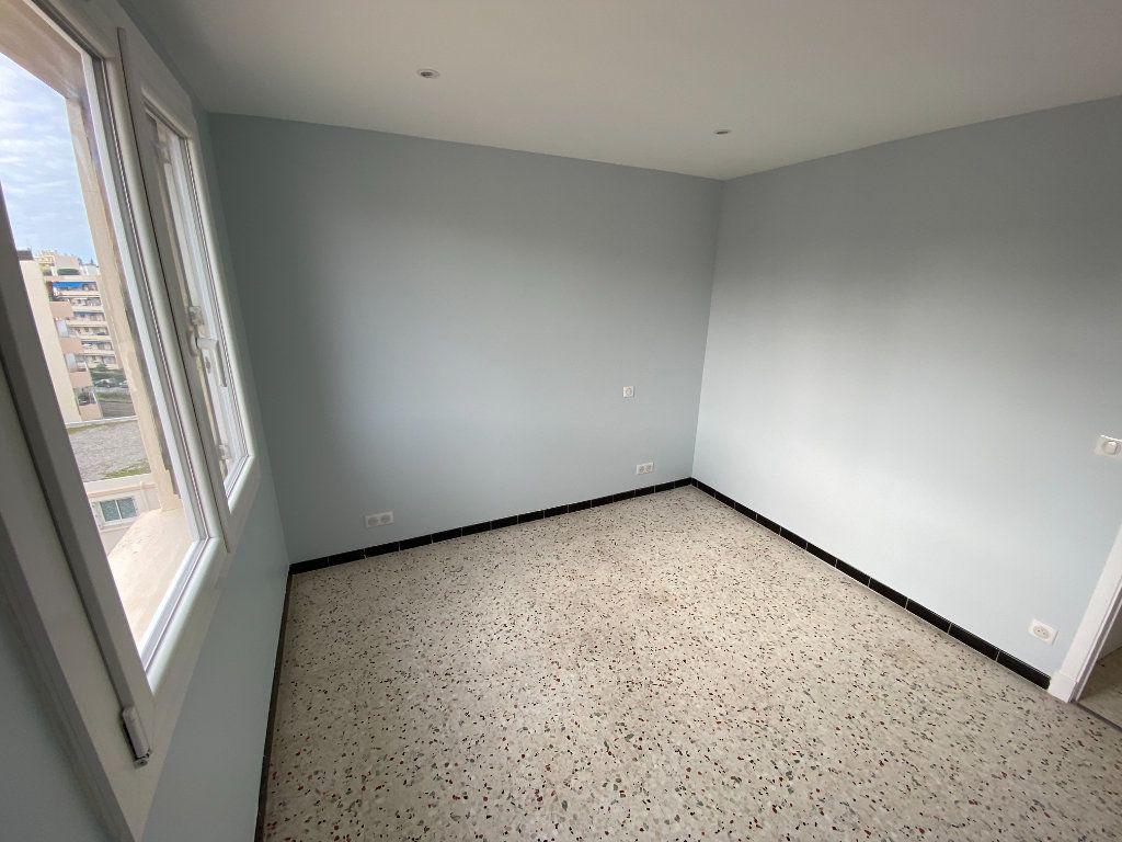Appartement à louer 3 62.29m2 à Antibes vignette-7