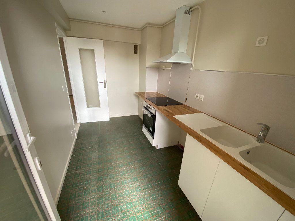 Appartement à louer 3 62.29m2 à Antibes vignette-10