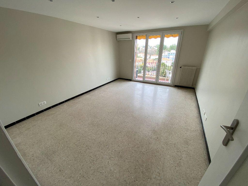 Appartement à louer 3 62.29m2 à Antibes vignette-11