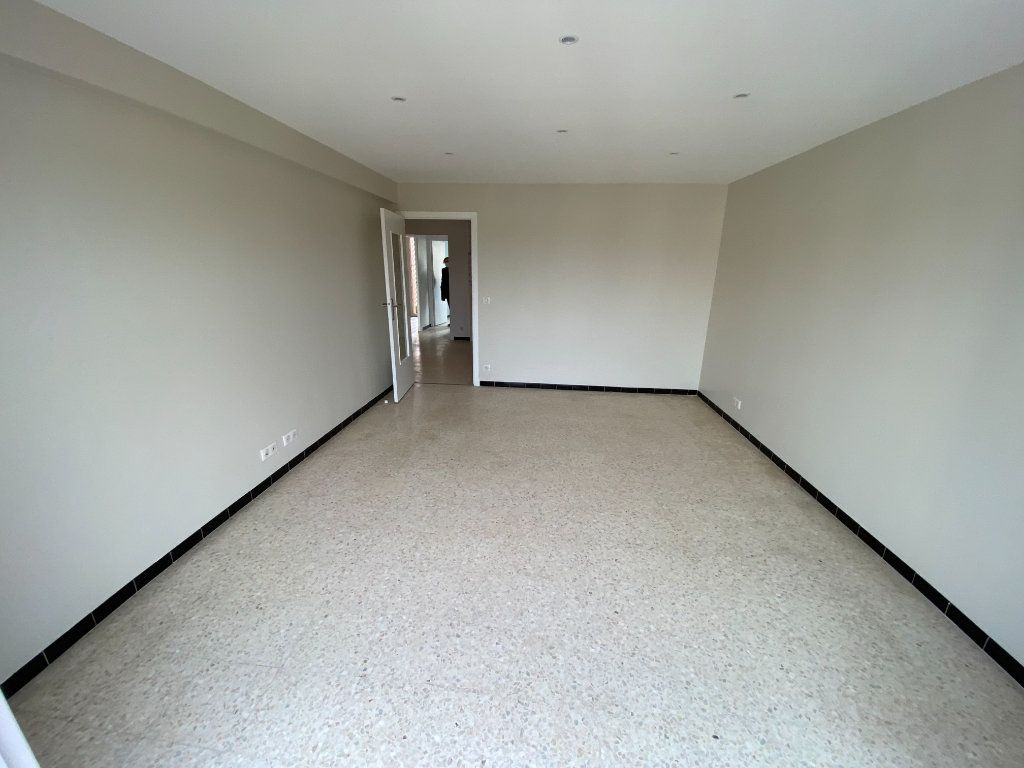 Appartement à louer 3 62.29m2 à Antibes vignette-12