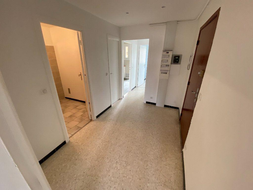 Appartement à louer 3 62.29m2 à Antibes vignette-14