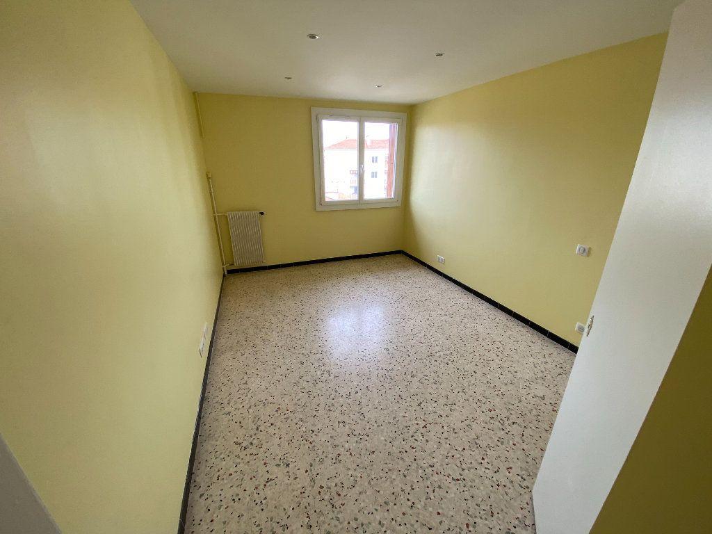 Appartement à louer 3 62.29m2 à Antibes vignette-15