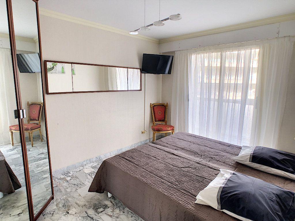 Appartement à vendre 3 67.34m2 à Juan-les-Pins - Antibes vignette-4