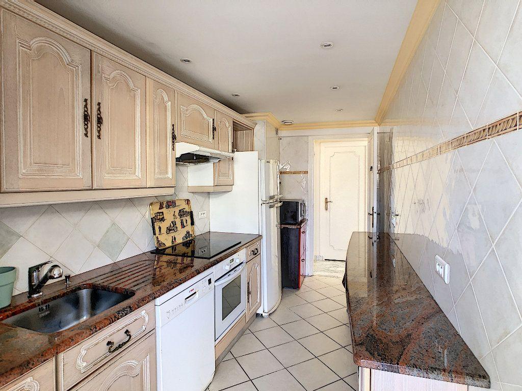 Appartement à vendre 3 67.34m2 à Juan-les-Pins - Antibes vignette-6