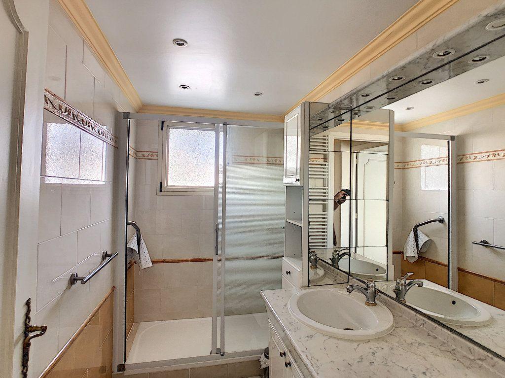 Appartement à vendre 3 67.34m2 à Juan-les-Pins - Antibes vignette-8
