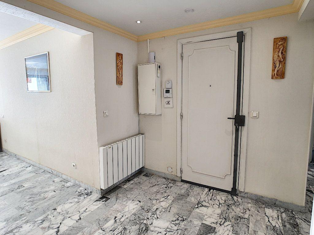 Appartement à vendre 3 67.34m2 à Juan-les-Pins - Antibes vignette-9